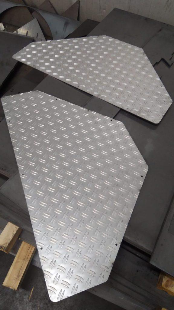 Uitgesneden traptreden van aluminimum traanplaat (5mm dik)